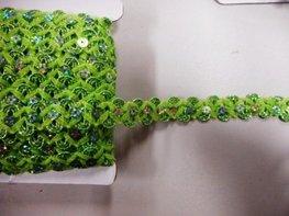 Pailetteband met bloemetjes fel groen per meter