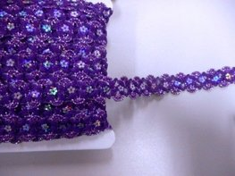 Pailetteband met bloemetjes paars per meter