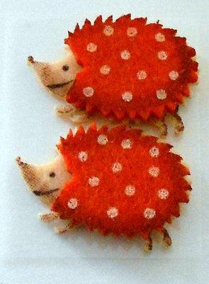 Vilt egel oranje 2 stuks 4 cm