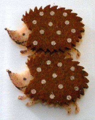 Vilt egel bruin 2 stuks 4 cm