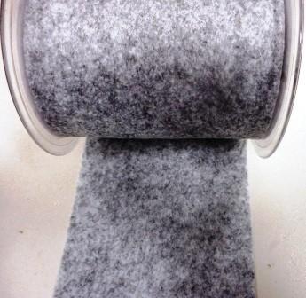 Vilt band 10 cm breed grijs gemeleerd per meter