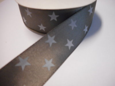 Satijnband 30 mm breed grijs met witte sterren per meter