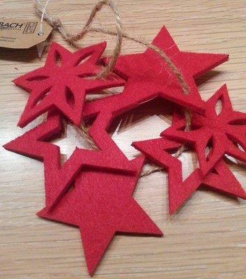 Vilt sterren punt rood 6 stuks per zakje