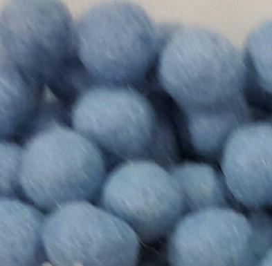 Vilt balletjes licht blauw 10 mm doorsnee 10 stuks per zakje