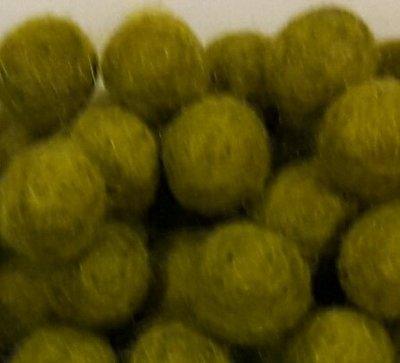 Vilt balletjes olijf groen 10 mm doorsnee 10 stuks per zakje
