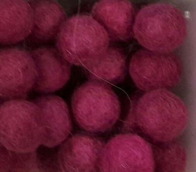 Vilt balletjes roze 10 mm doorsnee 10 stuks per zakje