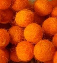 Vilt balletjes oranje 10 mm doorsnee 10 stuks per zakje