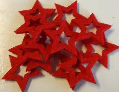 Vilten sterretjes rood 3 cm doorsnee 12 stuks per doosje