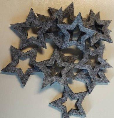 Vilten sterretjes grijs gemeleerd 3 cm doorsnee 12 stuks per doosje