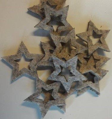 Vilten sterretjes creme gemeleerd 3 cm doorsnee 12 stuks per doosje