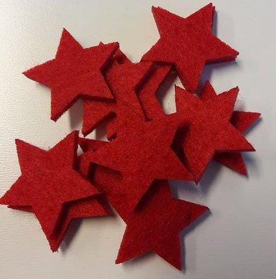 Vilten sterretjes dicht rood 3 cm doorsnee 12 stuks per doosje