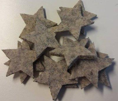 Vilten sterretjes dicht creme gemeleerd 3 cm doorsnee 12 stuks per doosje