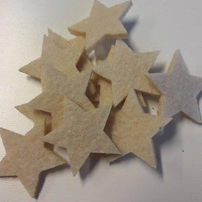 Vilten sterretjes dicht creme 3 cm doorsnee 12 stuks per doosje