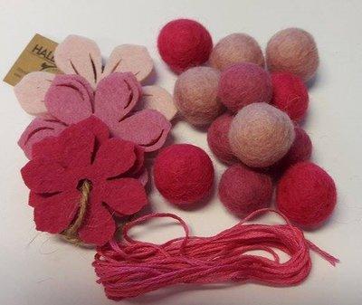 Vilt balletjes slinger bloemen roze-fel roze- licht roze per set