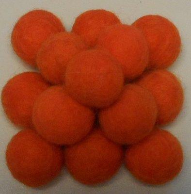 Vilt balletjes oranje ca. 20 mm doorsnee 10 stuks per zakje
