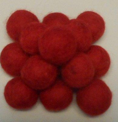 Vilt balletjes rood 20 mm doorsnee 10 stuks per zakje