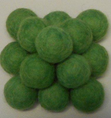 Vilt balletjes groen 20 mm doorsnee 10 stuks per zakje
