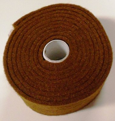Vilt band op rol 2 cm breed 1,5 meter lang bruin