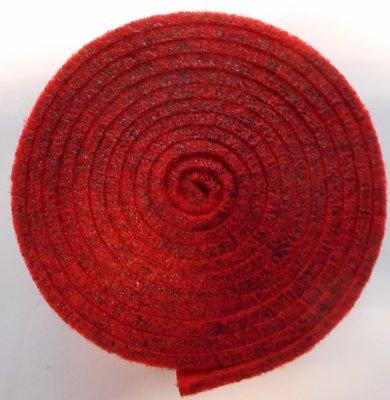 Vilt band op rol 2 cm breed 1,5 meter lang rood gemeleerd