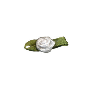 Satijnen roosjes wit 10 mm met blad 10 stuks per zakje