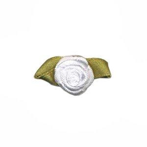 Satijnen roosjes wit 15 mm met blad 10 stuks per zakje